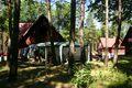 01 Pohled na chaty v táboře