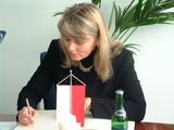 Europoslankyně při podpisu do Pamětní knihy