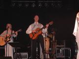 Hejtman Petr Skokan hraje na kytaru se skupinou ABBA World Revival